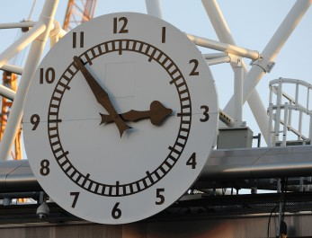 LONDON, ENGLAND - DECEMBER 08: The Arsenal clock shows 6 minutes to kick off ahead of the Barclays Premier League match between Arsenal and West Bromwich Albion, at Emirates Stadium on December 08, 2012 in London, England. (Photo by David Price/Arsenal FC via Getty Images)